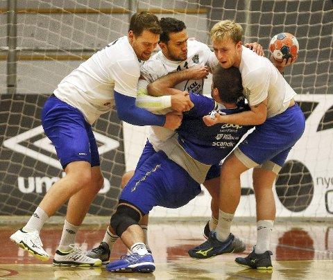 Alexander Benevoli (t.v.), Sindre Aho, Sindre Greni  og resten av Viking-laget sto for en bragd med 29-25 over eliteserielaget Bodø i cupen onsdag.