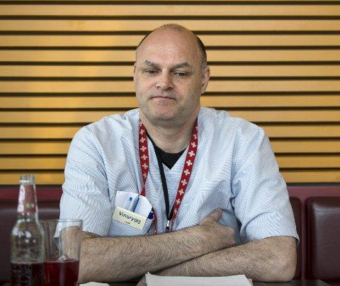 Sykehjemslege Rodgeir Vinsrygg må sitte på kontoret og jobbe med administrative oppgaver. Sykehjemsledelsen vil ikke at han skal utføre legevisitten. FOTO: SKJALG EKELAND