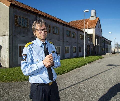 Mattilsynet får meldinger om skitne kjøkken. – Nye kjøkken er allerede kjøpt inn, og skal monteres når som helst, sier fengselssjef Harald Åsaune.