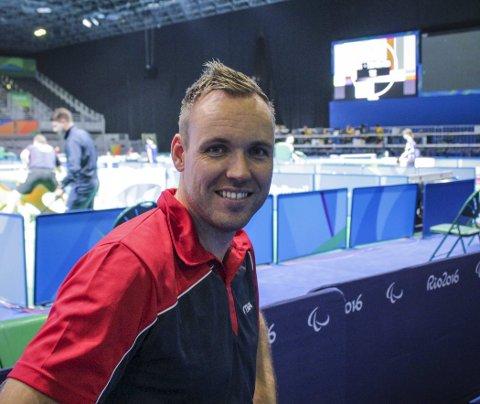 Bordtennisspilleren Tommy Urhaug fra Manger har ett OL-gull, fire VM-gull og ni EM-gull. Nå vurderer han videre satsing etter Tokyo-OL, og tror flere innen paraidretten vil kunne drive på toppnivå med den nye satsingen.