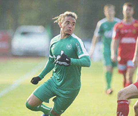 Lee Rochester Sørensen var meget god for Nest-Sotra på vårparten av sesongen, men har nesten ikke spilt de siste månedene på grunn av en skulderskade. Nå er han løst fra kontrakten på Ågotnes.