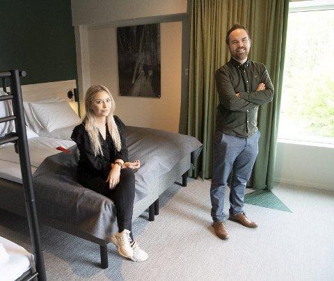 Daglig leder for Citybox-kjeden Eivind Hjulstad er godt fornøyd med sommertallene til det nyetablerte hotellet på Danmarks plass. Bildet er fra da BA besøkte ham og markedssjef Dorthea Berge kort tid etter åpning i mai.