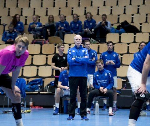 TIF Viking-trener Ivar Bakken fikk se Viking slå rivalen Førde 3–1 søndag ettermiddag.