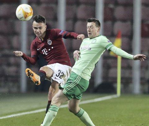 Andreas Vindheim håper han kan nærme seg «det vanlige» landslaget – og ikke bare nødlandslaget – ved fast spill for Sparta Praha. De har imponert i Europa League i høst, der de slo Christopher Jullien (t.h.) og Celtic 8-2 over to kamper.