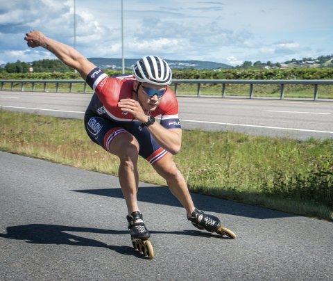 Selv om trafikken på riksvei 22 går noe fortere, er ikke akkurat regjerende olympisk mester på 500 meter skøyter, Håvard Lorentzen, noen sinke over Åkrenesletta ved Lillestrøm.