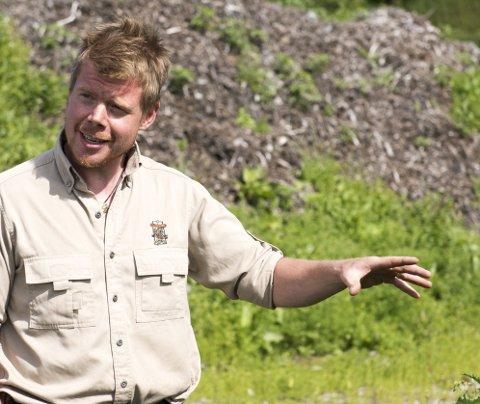 I FARS FOTSPOR: Ruben Oddekalv er tømrer som sin far. Etter at Kurt døde mandag tar han nå over ledelsen av Miljøvernforbundet. FOTO: MAGNE TURØY