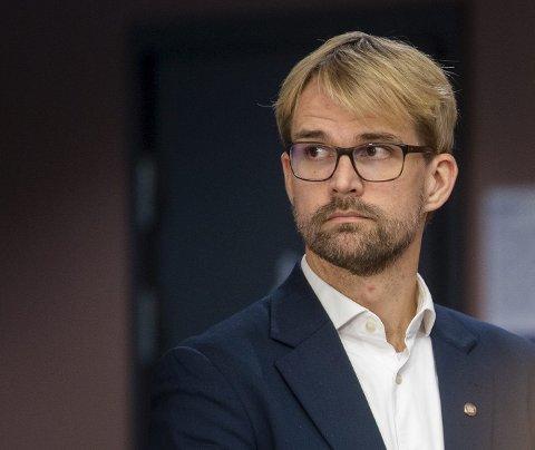 Byrådsleder Roger Valhammer er ikke enig med Raymond Johansen i Oslo, som mener vaksinene må fordeles etter smittetrykket.