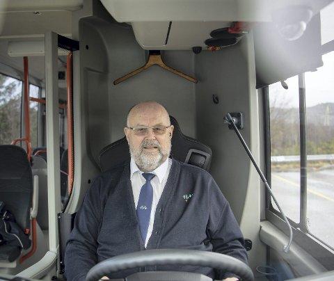 ROT: – Alt vi gjør blir feil, sier bussjåfør og tillitsvalgt Ørjan Takle. Mindre trafikk gjør at bussene bruker mindre tid på ruten. Noen sjåfører venter på holdeplassen, mens andre bare kjører. Skyss mener de skal vente og holde ruten. FOTO: EMIL W. BREISTEIN.
