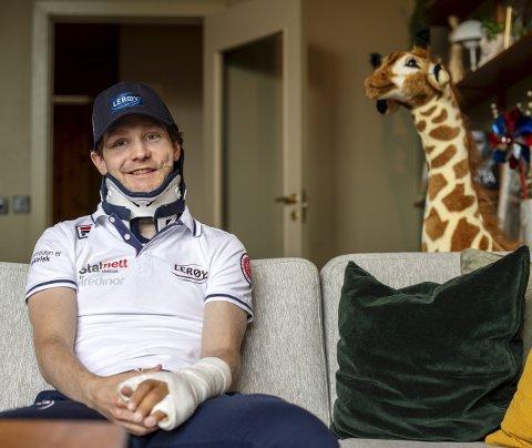 Sverre Lunde Pedersen har operert begge hendene, nakken og låret den siste måneden, men nå ser det ut som alt skal bli bra igjen. – Jeg var litt heldig, sier Lunde Pedersen.