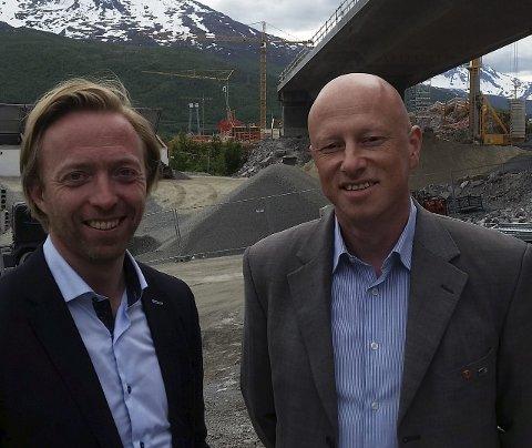 Befaring: Statssekretær John-Ragnar Aarset (H) og ordfører i Narvik Tore Nysæter (H) var mandag på befaring i Narvik-regionen. Alle er de innstilte på mye veiarbeid i årene som kommer.