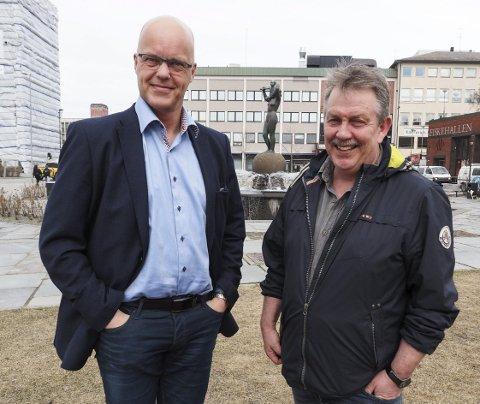 – Et godt møte: Kjetil Moe er fornøyd etter møtet med kommunen og håper nå på forbedringer. Med på bildet er initiativtaker til møtet og leder i gatelangsforeningen, Reidar Hanssen. Arkivfoto: Lone Martinsen