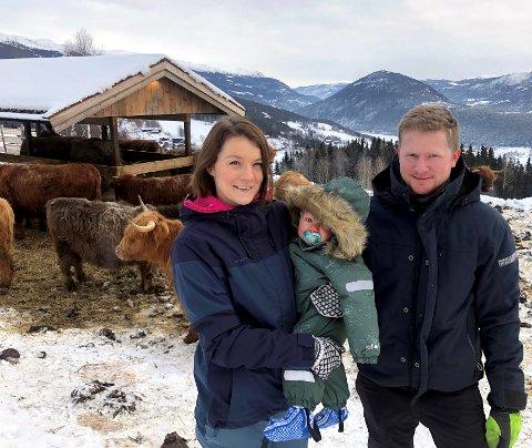 Karoline og Anders trivst godt på Øvre Haugen. Her har dei skapt seg eit liv på småbruket dei drøymde om.