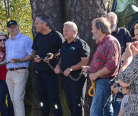 TREAKSJONISTER: Initiativtaker Jens Bakke, ordfører Thor Edquist og skogbrukslederne Tor Åge Jensen og Øyvind Herrebrøden (rutete skjorte).