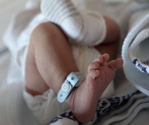 GLADNYHET: Far kan nå være med på hele fødsel- og barselsoppholdet.