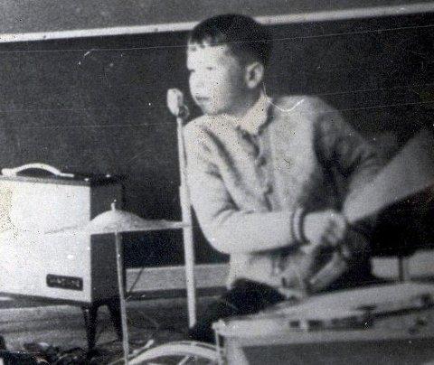 BEGYNNELSEN: Guttungen Kjell Arnesen trommet alltid på noe, her som trommis under en av sine første opptredener.