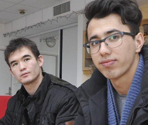 Vil bli:  Jawad (f.v) og Arif er to av elevene på VIO. De forteller om utfordringer med mye uvissthet, liker å gå på skolen og lære. Foto:Øystein Ingebrigtsen