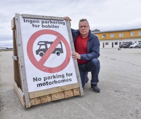 Ikke bobiler: Morten Moe ved Vestfjord hotell har stoppet bobilcampen på kaia ved hotellet etter vedtaket i hovedutvalget for næring, plan- og utvikling forrige uke. Begge Foto: Øystein Ingebrigtsen