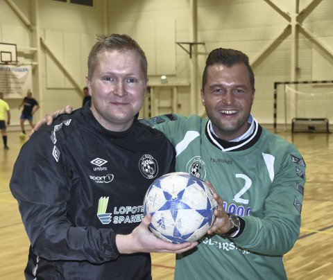 PÅSKETURNERING: Hans Ivar Hansen (til venstre) og Thomas Elvebakk i fotballgruppa i IL Blest inviterer også i år til påsketurnering i fotball i Blesthallen. Foto: Eirik Eidissen