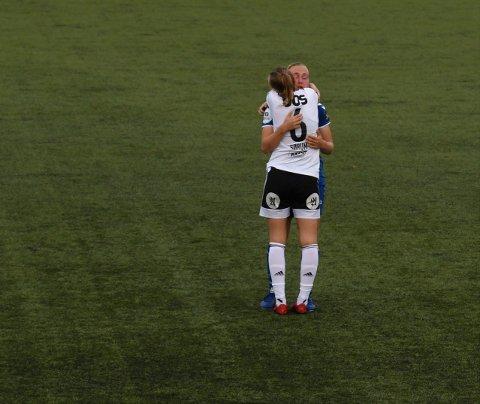 De kjenner hverandre godt fra landslaget og har delt opp- og nedturer i rødt, hvitt og blått. Da syns RBKs store formspiller, Elin Sørum, det var på sin plass å trøste Kolbotns Noor Eckhoff etter cupseieren onsdag.