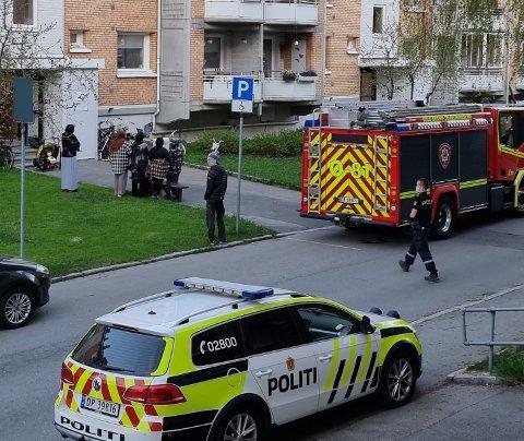 Nødetatene rykket ut til Steinspranget etter melding om brann. Foto: Privat