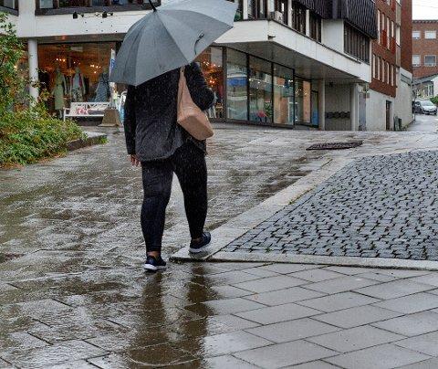 VÅTT: Det er sjanse for styrtregn i Vestoppland de neste dagene.