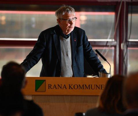 Jan Erik Arnøy og Arbeiderpartiet hadde med seg Høyre, Senterpartiet og Fremskrittspartiet i et fellesforslag som gikk på tvers av rådmannens innstilling.