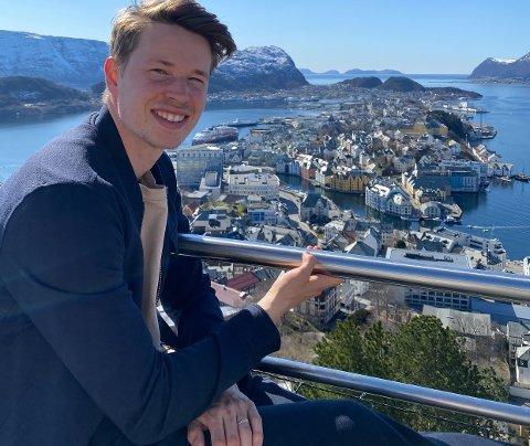 Utsikt: Kristoffer Ødemarksbakken stortrives i sin nye hjemby. Han og forloveden har kjøpt leilighet ikke langt fra stadion. Hjemkomsten til Jessheim søndag tror han blir spesiell.
