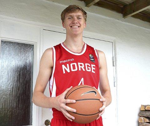 KOMETKARRIERE: Det er bare fire år siden Vetle Paulsen startet å spille basketball i Askim. Nå er han på tredje året som aldersbestemt landslagsspiller via NTG toppidrettsgymnas i Bærum.