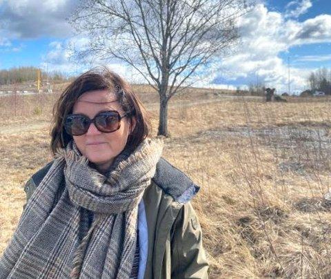 Bekymret hytte-eier: Helsefagarbeider Mette Smelhus hjalp folk ut av raset på Gjerdrum. Nå er hun bekymret for at hytta i Båstad er rasutsatt og ber kommunen undersøke området. –Jeg er redd for kvikkleireskred, innrømmer hun.