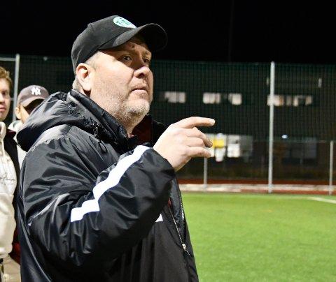 VIL RYKKA OPP: Fiskå-trenar Kai Ola Østerhus har ein plan om at det nystarta a-laget skal rykka opp, slik at klubben kan starta eit lag til neste år.