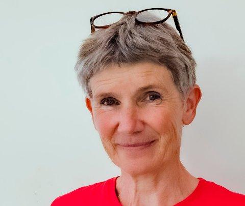 Åse-Marit Thorbjørnsrud. er bringebærdyrker, vinmaker og smykkekunstner, avhengig av årstiden.