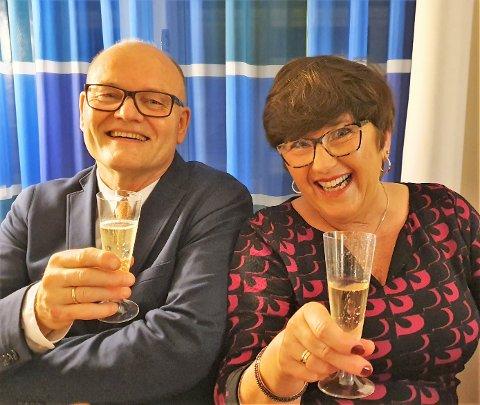 Rolf Martin Tande har fått tildelt Anders Forsdahls pris. Her saman med kona Gro Marit Kvinge Tande.