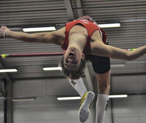 Erlend Bolstad Raa (16) er en av fem fra Hordaland som skal til U18-EM. Der skal han ikke delta i høyde, men tresteg. FOTO: Privat
