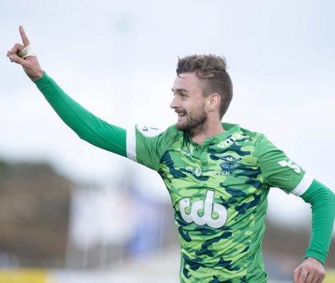 Lokalfotballens største stjerne, Johnny Furdal, har forlenget kontrakten med Nest-Sotra. (Arkivfoto: Magne Turøy)