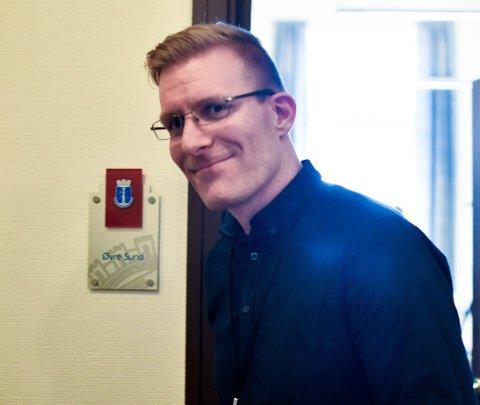 Kommuneoverlege John David Johannessen kan smile - for smittetallene i Drammen peker riktig vei.