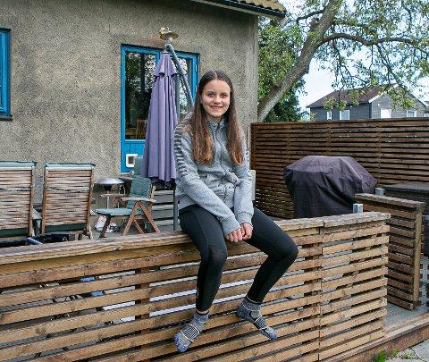 Slutt på hjemmeskole: Kristin Nagel Gravning og tusenvis av andre Fredrikstad-elever kan nå gå på skolen igjen. Det betyr at hjemmeundervisningen på Kongsten er slutt, snart er hun sammen med 6. trinn på Gudeberg skole igjen.