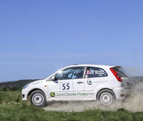 IMPONERTE: Lars Martin og Mads Ola Stensbøl kjørte fort i deres Ford Fiesta ST, og slo flere rutinerte førere under NM-løpet i helga.