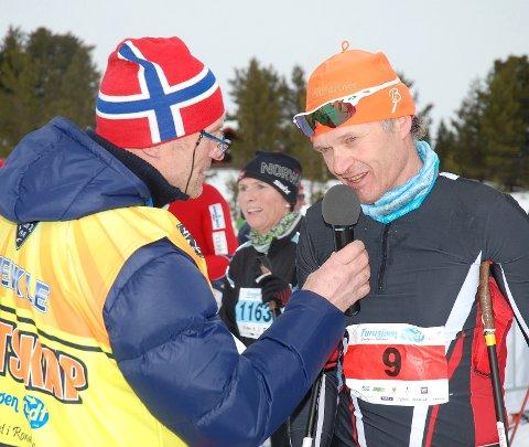 TROFAST: Jan Olav Beitmyren er en trofast deltaker i Furusjøen Rundt. Her intervjues han av speaker Bjørnar Bakken.