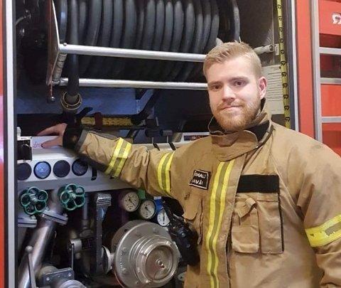 Drammensregionens Brannvesen IKS (DRBV) har lyst ut tre stillinger som fulltidsansatt ved stasjonen i Drammen. Cato Jansson fra Fåvang er en av over 400 som har søkt.
