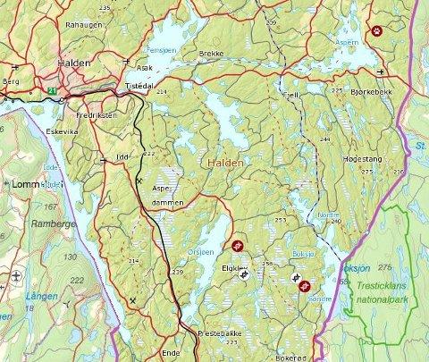 HER VAR ULVEN: De tre røde symbolene her viser steder der det er funnet spor etter ulv i Halden-distriktet det siste året. De to hvite symbolene er innmelde spor, som har vist seg å ikke stemme.