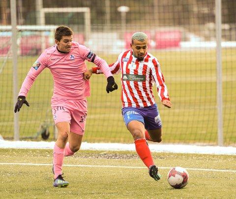 SKREV UNDER: Albert Makiadi har imponerte på venstrekanten i sitt prøvespill for Kvik, og nå er kontrakten underskrevet.