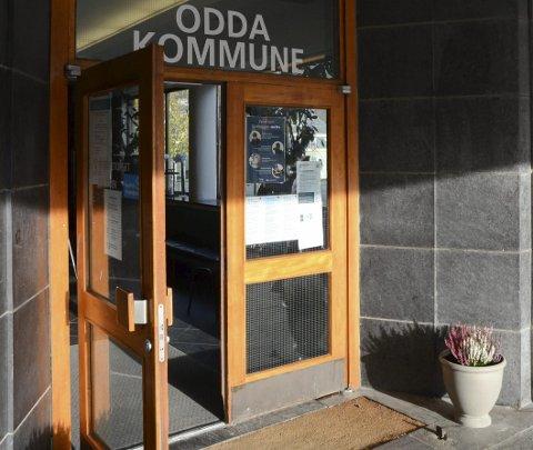Skifta ut: Den originale døra til kinofoajeen er borte, skifta ut med ei moderne skyvedør. Arkivfoto