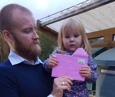 Björn Jonny Larsson synes det er lavmål at noen stjal 200-lappen som lå i en konvolutt i postkassa.