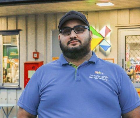 Vanskelig tid: Ibrahim Azam har allerede annonsert at Mix kiosken som han har drevet i tillegg til potetbua legges ned. Kort tid etter dumpet brevet om at plassen til potetbua ble inndratt. Foto: Ulrikke Granbakken Narvesen