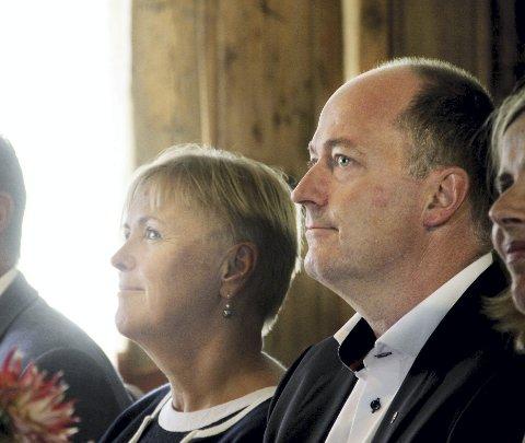 På besøk: Daværende kulturminister Thorhild Widvey og Morten Stordalen under besøket i Eidsfoss i 2014.