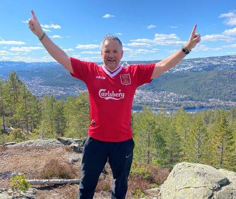 IVRIG SUPPORTER: Baard Troye har vært en aktiv fotballspiller fra han var fem-seks år, og like lenge har han vært Liverpool-supporter.
