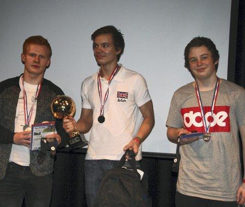 Fjorårets vinnere: Simen Rødli (i midten) vant 1 mot 1-turneringen i fjor. Kristoffer Nessø (t.v.) kom på andreplass, mens William Robertsen endte på tredje. Petter Erlbeck (innfelt) er arrangør.Arkivfoto