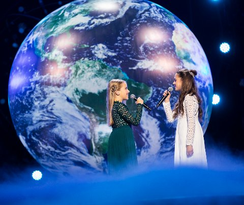"VANT: Anna & Emma vant MGP jr 2019 med låten ""Kloden er syk"" i Telenor Arena på Fornebu lørdag kveld. Foto: Tom Hansen / NTB scanpix"
