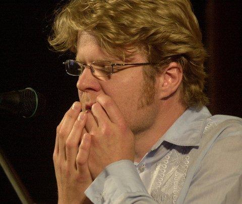 Mange strenger: Anders Røine spiller på mange instrument, munnharpe ett av dem. Arkivbilde