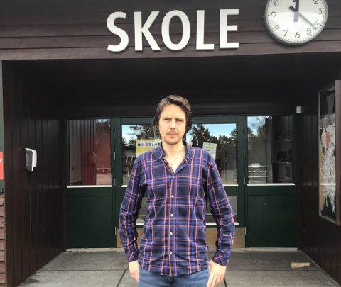BEKYMRET: Magnus Tvedt Georgstad er lærer og tillitsvalgt på Lund skole i Løten.